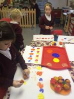R1 ag súgradh is ag obair / P1 playing and working